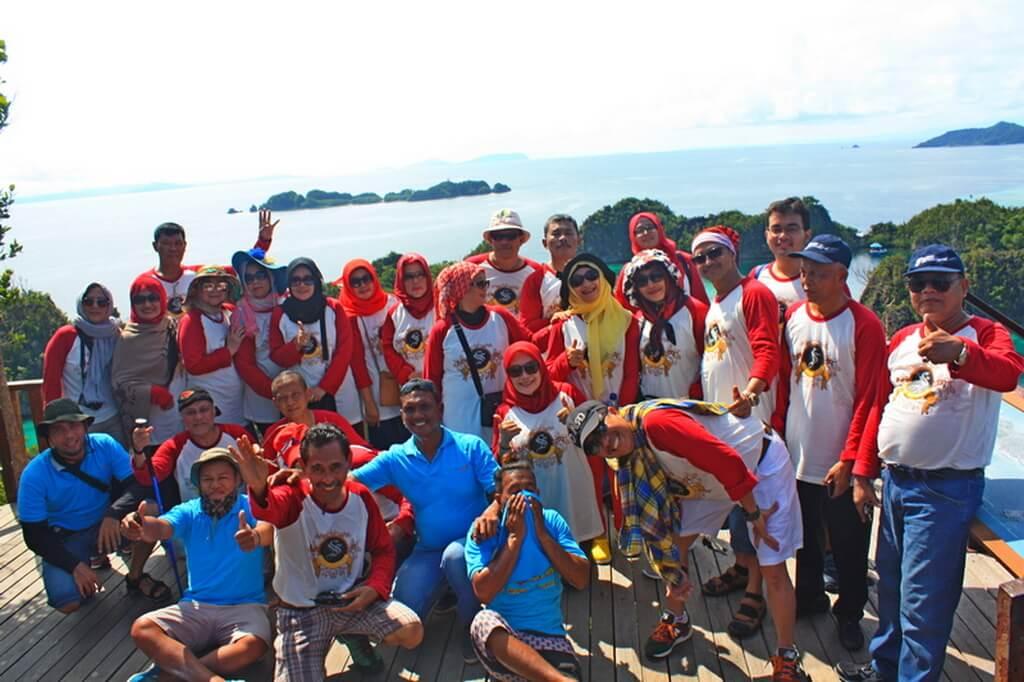 We Serve Corporate Tour in Raja Ampat